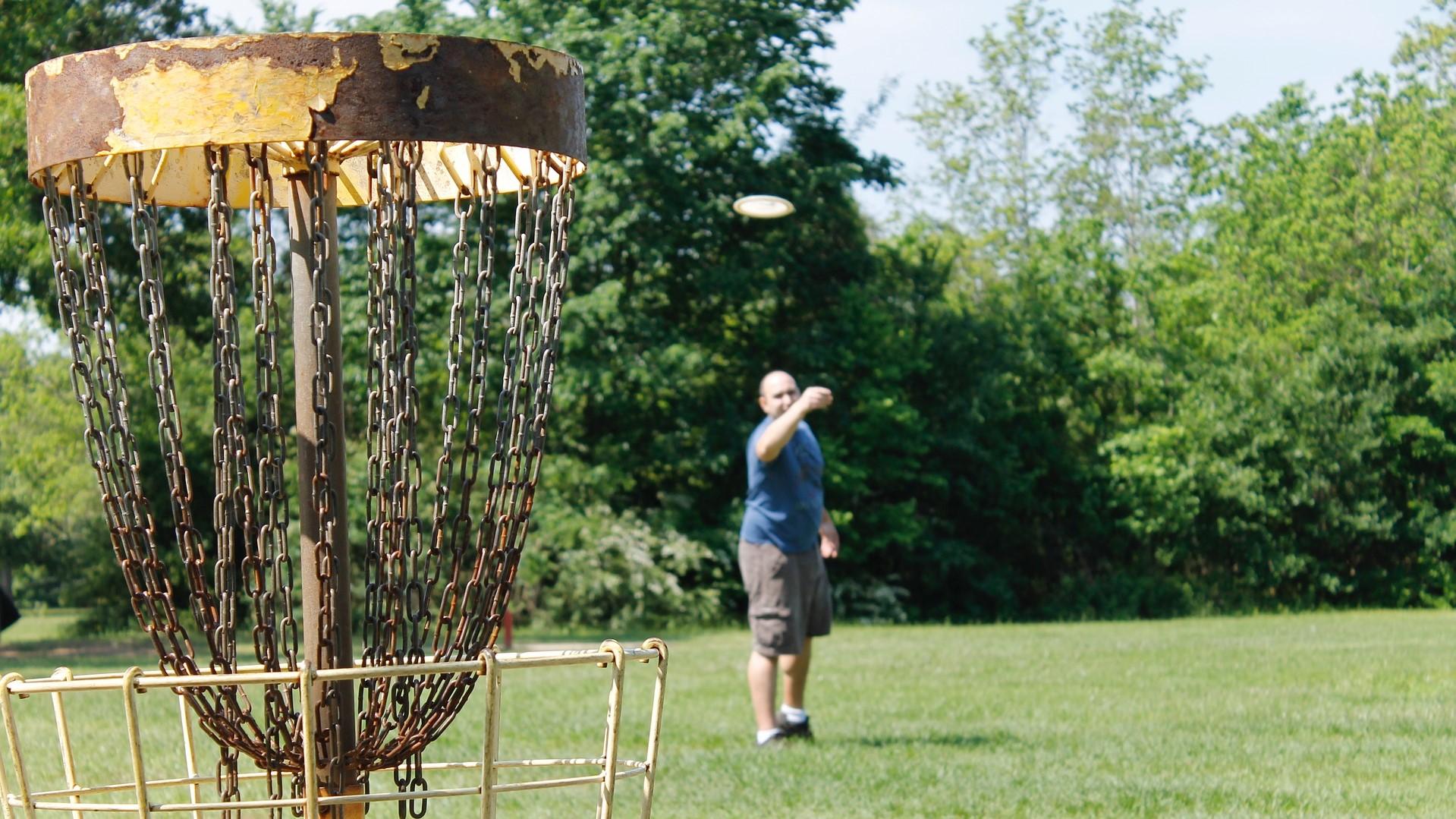 Opi frisbeegolfia kesäkurssilla!